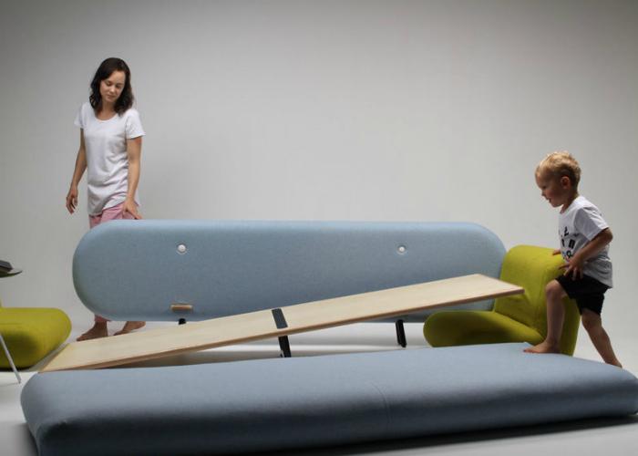 Пять отдельных частей, которые создают конструкцию дивана, могут легко передвигаться, складываться, переворачиваться. Это решение было придумано не случайно. В первую очередь Марвин Ребер создавал диван для детей, чтобы его легко можно было трансформировать в игровую площадку.