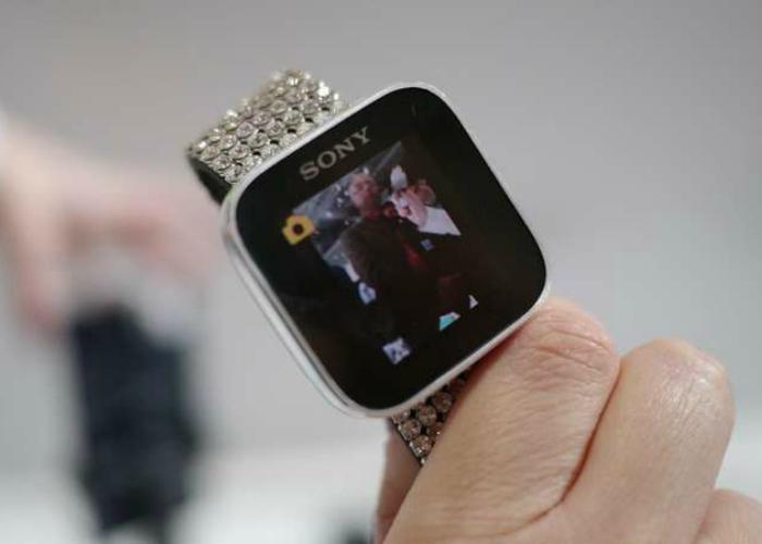 Новые умные часы от японской компании Sony стоят порядка $200 и наделены рядом модных функций, которые позволят избавиться от необходимости по 100 раз в день доставать из кармана смартфон.