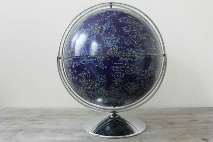 Карта созвездий в форме глобуса.