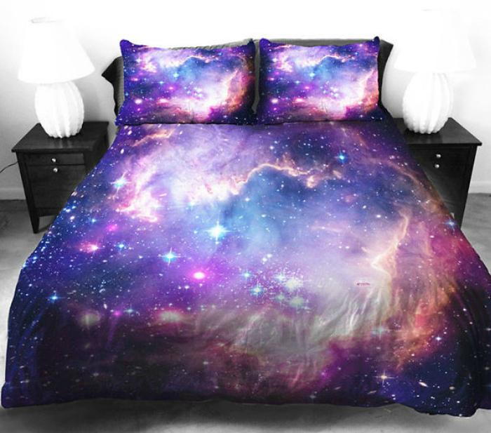 Постельное белье с картинками ночного неба.