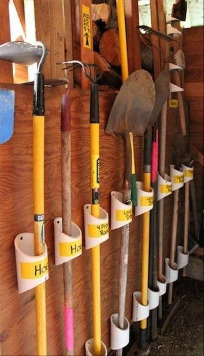 В гараже надо разместить не только обычный набор инструментов автолюбителя и домашнего мастера, но, иногда, и садовый инструмент.