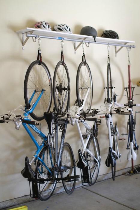 Удобный и практичный способ хранения велосипеда.