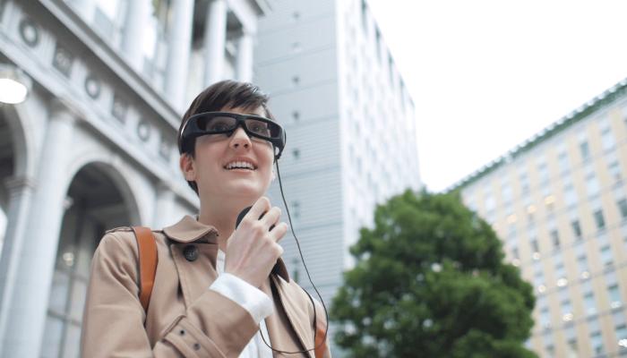 Удобные очки дополнительной реальности под названием - SmartEyeglass Developer Edition.