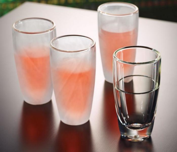 Необычный набор бокалов, которые способны сохранять жидкость холодной в течение 30 минут. Их стоимость составляет 60 долларов США.