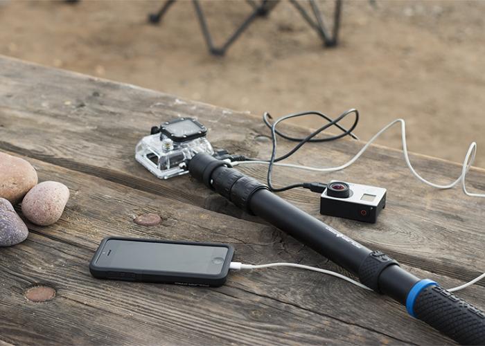 Многофункциональная селфи палка, с помощью которой можно не только сделать фото, но и подзарядить любой мобильный девайс. Приобрести такой гаджет можно по цене в 100 долларов США.