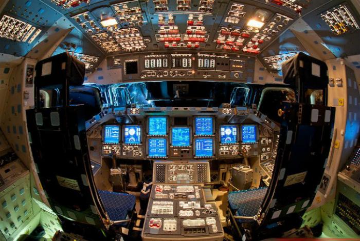 Кабина пилотов космического шаттла.