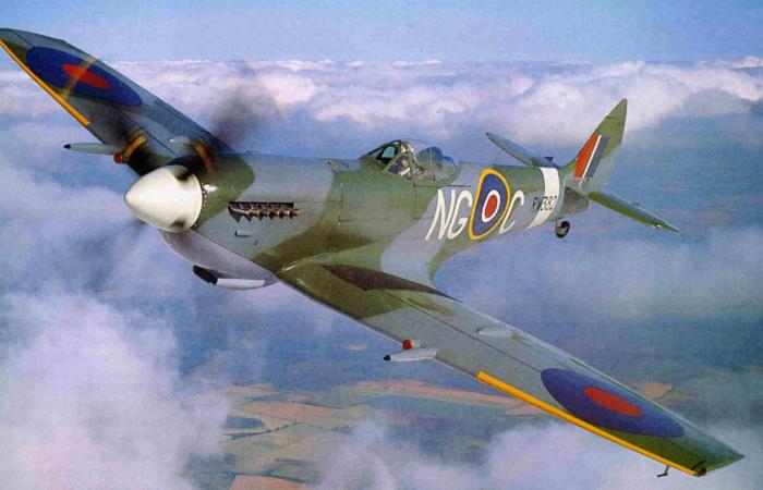 English fighter of World War II - Supermarine Spitfire.