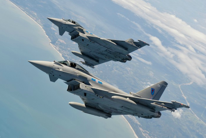 Истребитель - Eurofighter Typhoon.