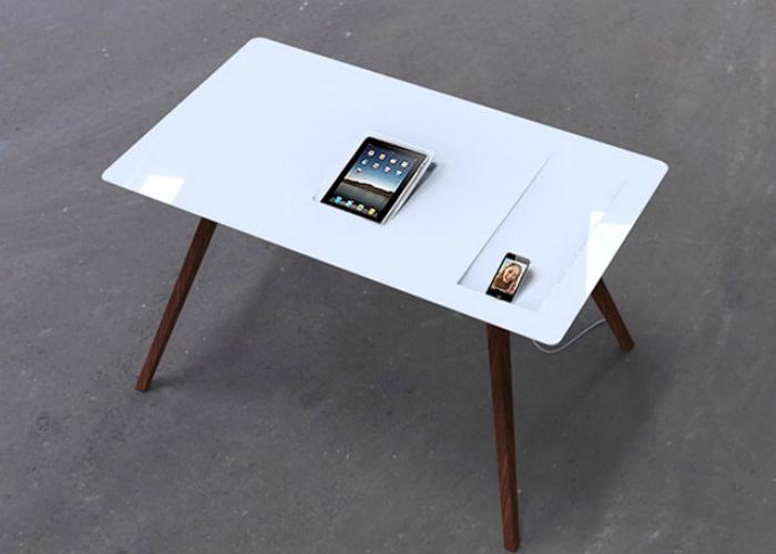Новый функциональный стол с возможность подзарядки мобильных девайсов от аргентинского дизайнера Sebastianа Lara Dris.