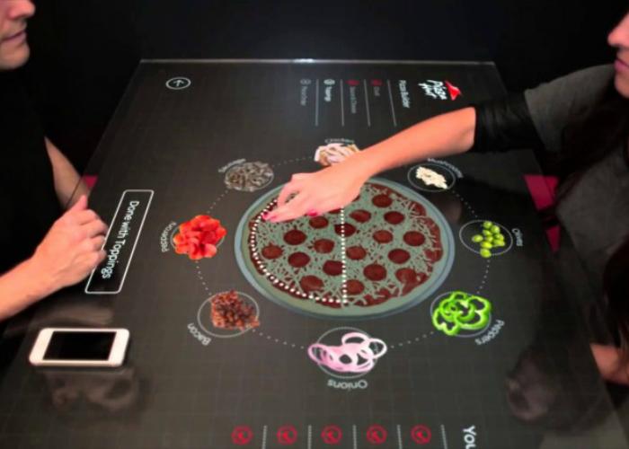 Уникальный концепт сенсорного стола для заказа пиццы - Pizza Hut.