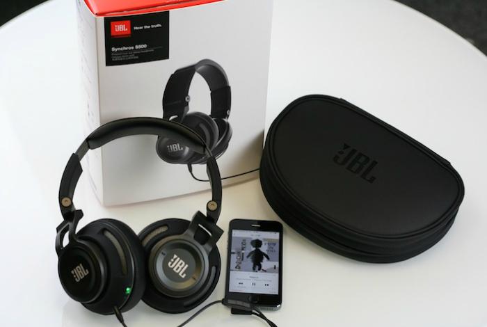 Надежные наушники под названием - JBL Synchros S500.