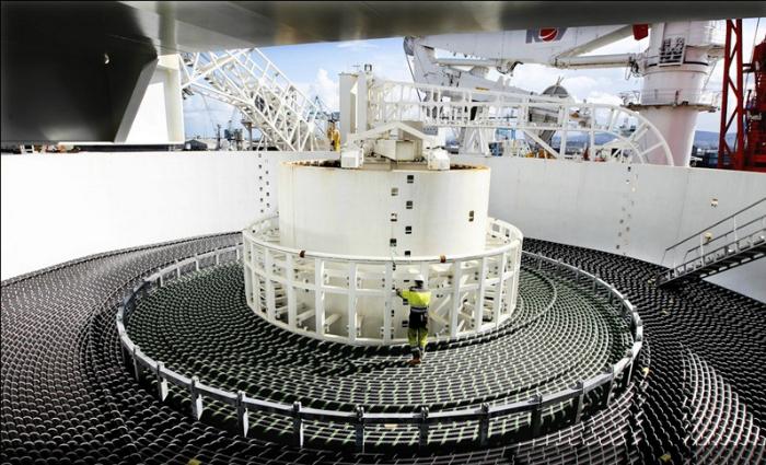 Судно, которое предназначено для транспортировки и прокладки сетевого кабеля на дне океана.