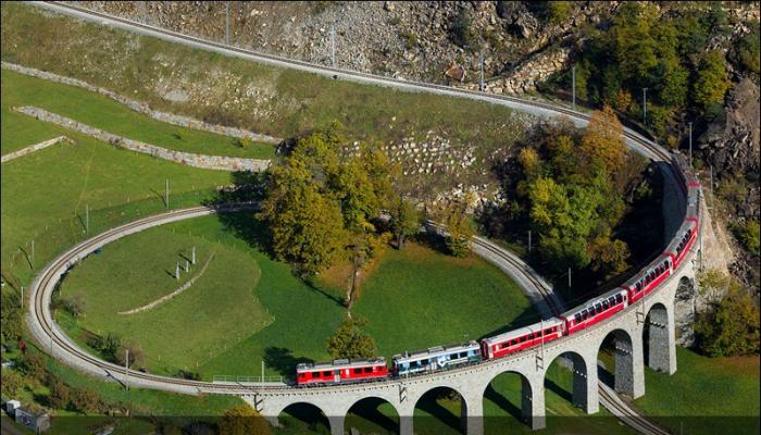 Спиральный виадук в Брусио — девятиарочный одноколейный каменный железнодорожный мост, который находится в Швейцарии.