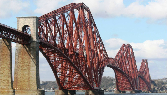 Железнодорожный мост под названием - Форт-Бридж, который находится в Шотландии.