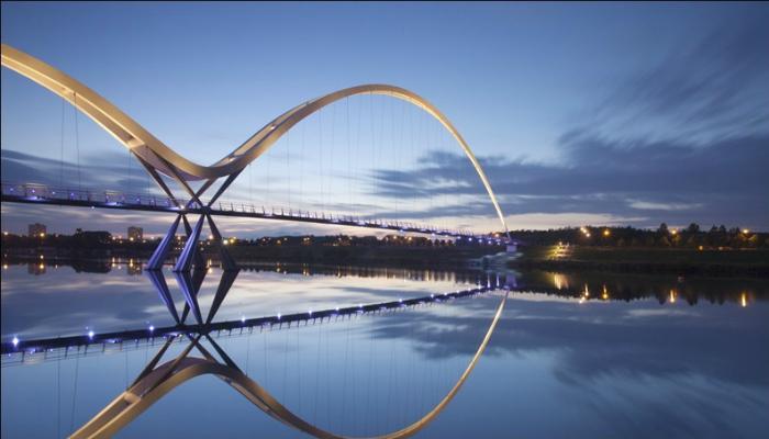 Мост бесконечности под названием - Стоктон, который находится на северо-востоке Англии.