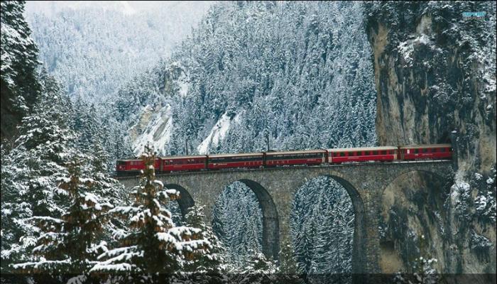 Удивительный виадук под названием Ландвассер, который находится в Швейцарии.
