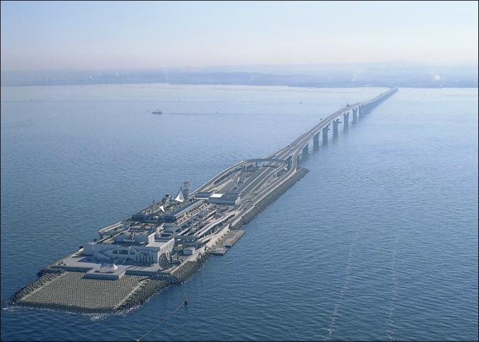 Современный подводный туннель, который находится в Японии, городе Токио.