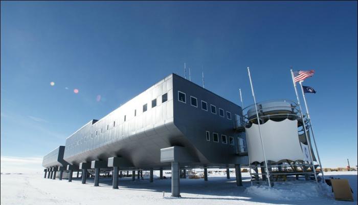 Амундсен — Скотт — действующая с 1956 года постоянно обитаемая антарктическая станция Соединенных Штатов Америки на Южном полюсе.