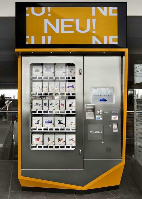 Этот торговый автомат отлично подойдет для тех, кто любит спонтанные поездки на длительное время. Аппарат под названием - Berlinomat Design Automat предлагает своим покупателям: одежду, обувь и различные аксессуары, необходимые для продолжительных путешествий. Находятся такие устройства на территории Берлинских вокзалов.