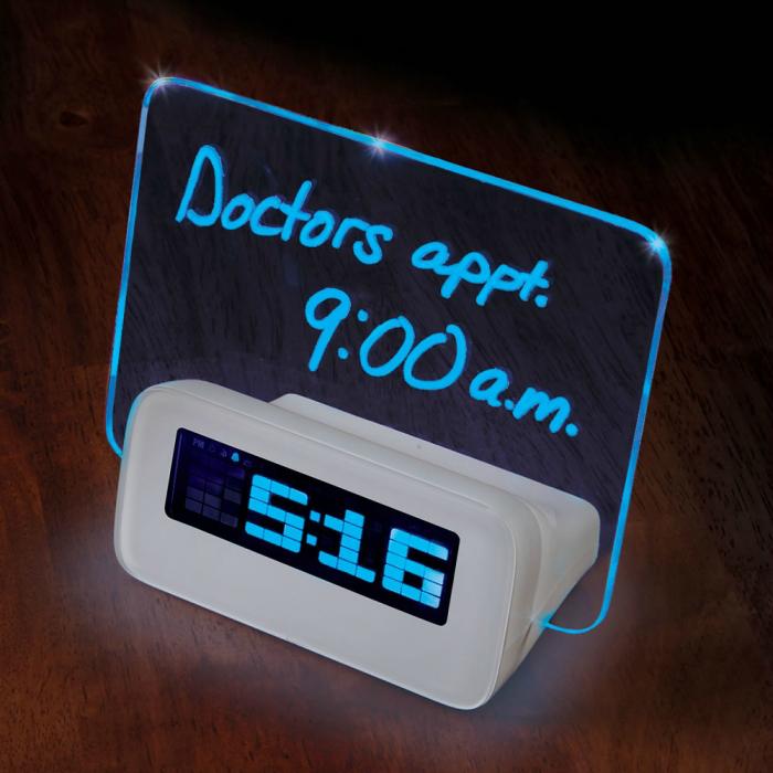 Функциональный будильник, который может напоминать своему владельцу о предстоящих планах на сегодняшний день.