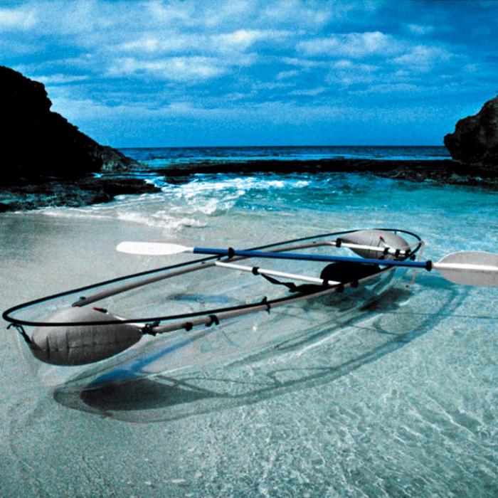 Оригинальная лодка с прозрачным дном, которая прекрасно подходит для рыбалки.
