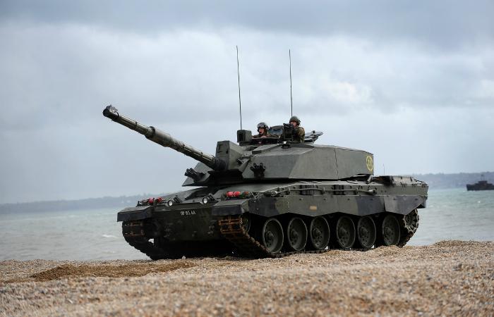 Основной боевой танк сухопутных войск Великобритании под названием - Челленджер 2.