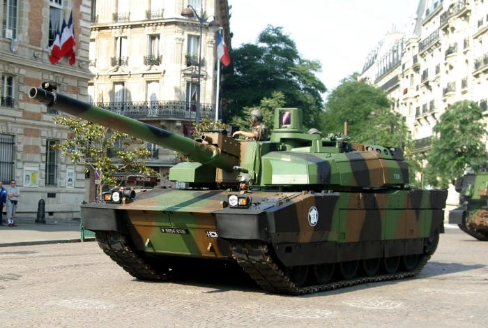 Основной боевой танк французской армии под названием - AMX-56 «Леклерк».