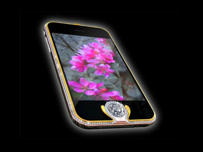 Приобрести Peter Aloisson's King's Button iPhone 3G можно по цене в 2.4 миллиона долларов США.