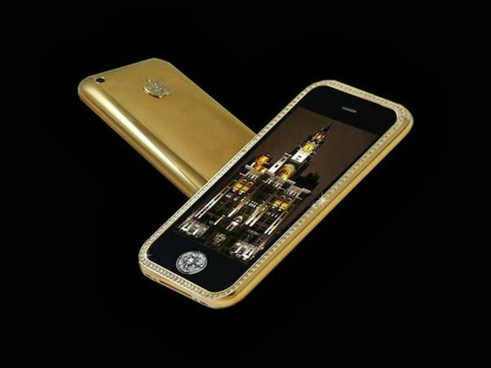 Приобрести Stuart Hughes' Goldstriker iPhone 3G Supreme можно по цене в 3.2 миллиона долларов США.