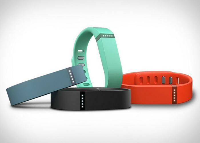Практичный фитнес-трекер под названием - Flex от компании Fitbit.