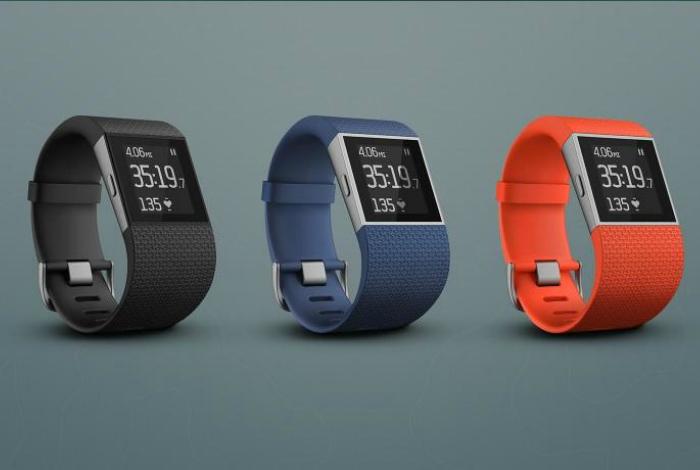 Оригинальные часы с фитнес-трекером - Surge от компании Fitbit.