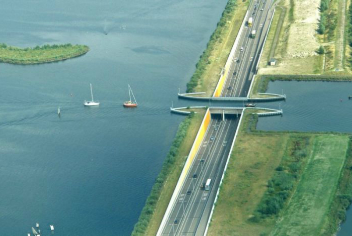 Акведук Veluwemeer, Нидерланды.
