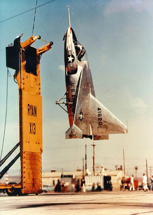 Экспериментальное реактивное воздушное судно под названием - Ryan X-13A-RY Vertijet.