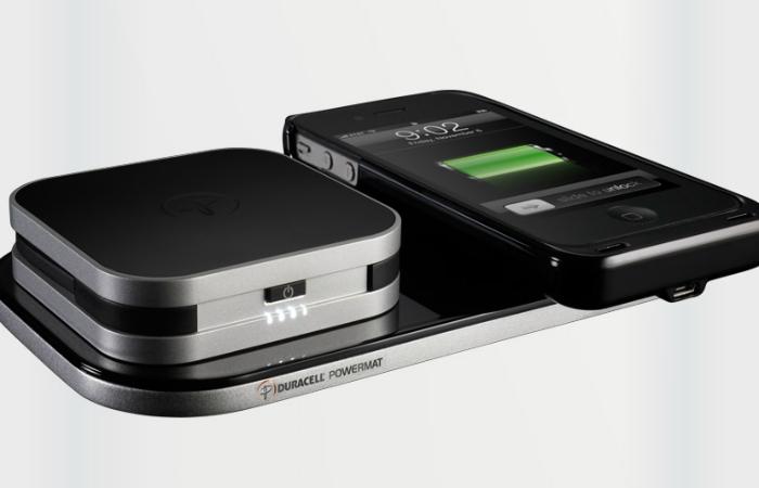 Удобный компактный беспроводной набор для зарядки телефона под названием - Duracell Powermat 24-Hour Power System.
