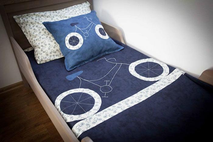 Комплект постельного белья ручной роботы.