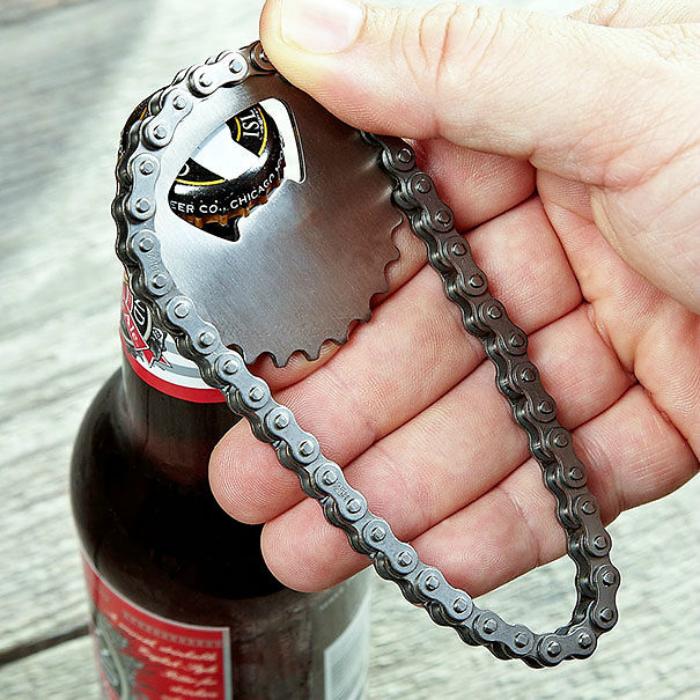 Оригинальная самодельная открывалка для бутылок.
