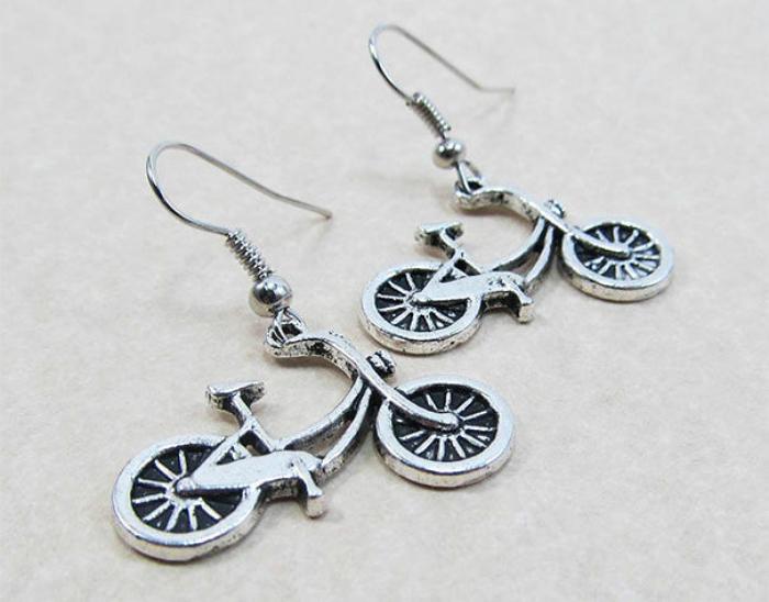 Оригинальные серёжки в виде велосипеда.