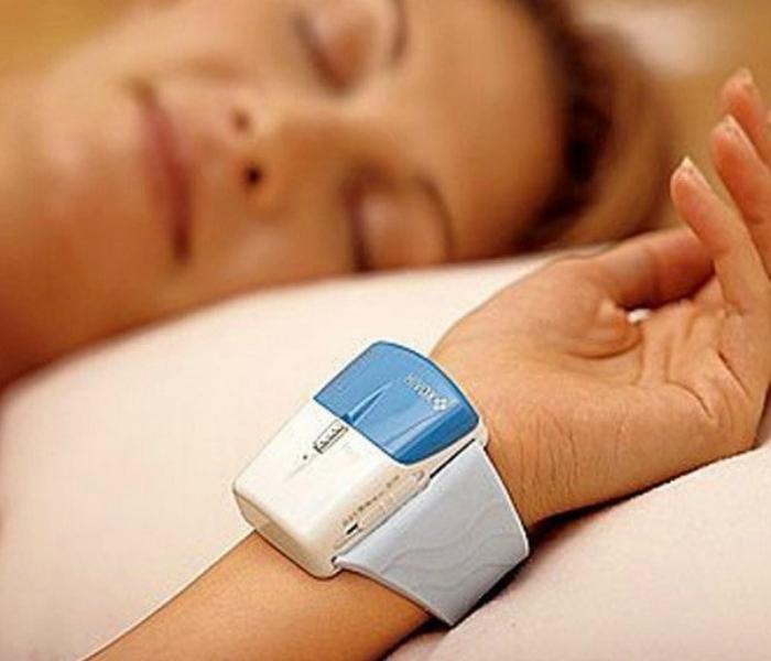 Медицинский браслет для сна под названием - Hivox Dreamate.