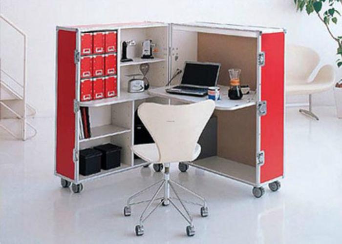 Это раскладной офисный мини кабинет на колёсах, который по окончанию работы складывается в коробку и закрывается на замок.