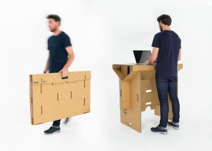 Refold's Portable Cardboard Standing Desk — картонный стол, который может выдержать вес человека, но при этом остается легким, простым в сборке и легко перерабатываемым.