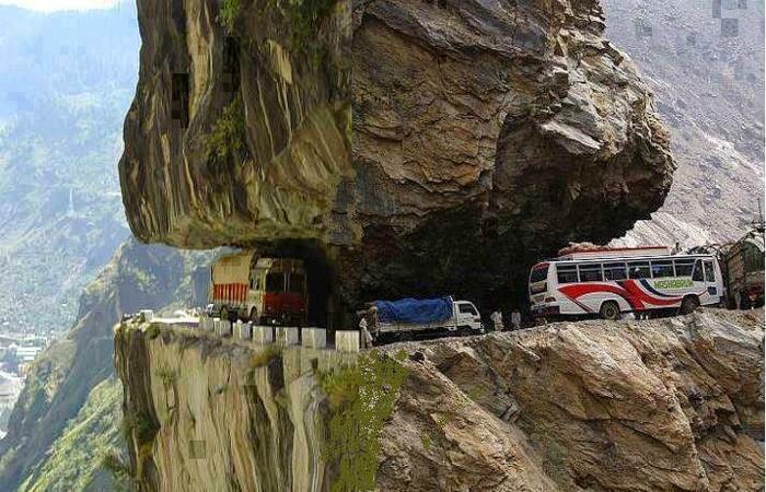 Одна из самых опасных дорог - Каракорумское шоссе Пакистан — Китай.