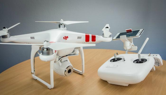 Функциональный дрон под названием - DJI PHANTOM 2 VISION.