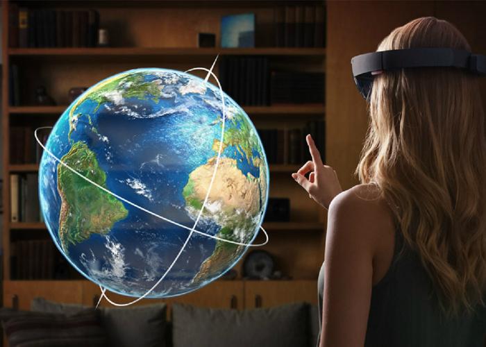 На борту HoloLens находится собственный процессор и видеочип. Очки полностью лишены проводов и не требуют подключения к внешней вычислительной системе (как это было у Google Glass), а также поддерживают голосовые команды.