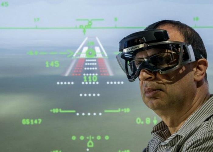 Израильский разработчик электронных и электронно-оптических систем Elbit Systems анонсировал релиз очков дополненной реальности SKYLENS с возможностью работы в качестве системы расширения зрительного обзора лётчиков.