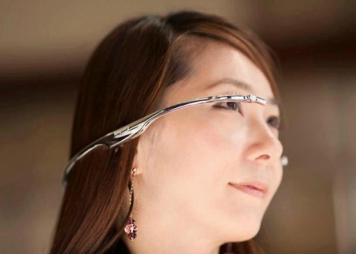 Telepathy One, как и очки GlassUp, являются видеогарнитурой, которая посредством модуля Bluetooth взаимодействует со смартфоном или планшетом под управлением ОС Android, iOS или Windows Phone.