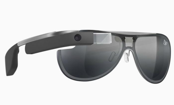 Google заключили коммерческие контракты на разработку новых моделей оправ для Google Glass. Среди партнеров числятся такие компании, как Ray-Ban, Oakley и Armani.