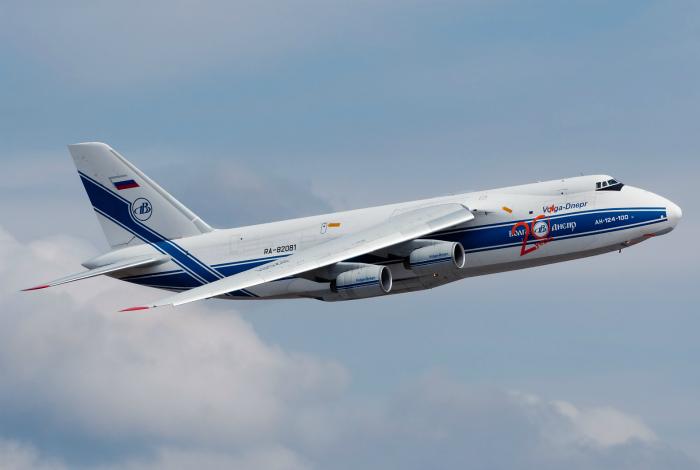 Военный самолет под названием - Ан-124 «Руслан».