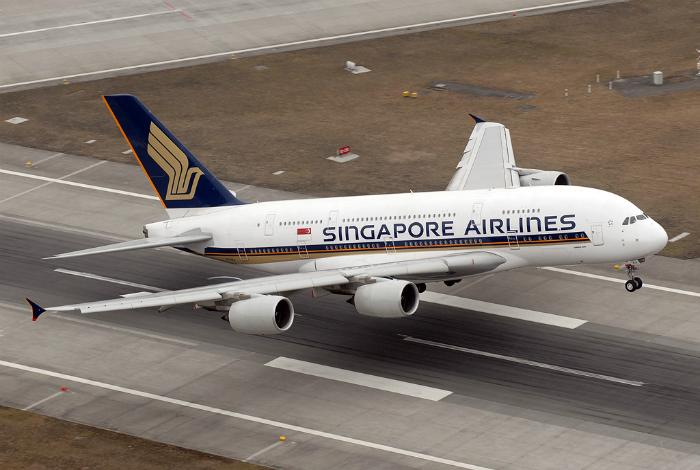 Пассажирский самолет под названием - Airbus A-380-800.