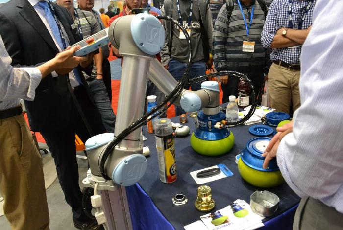 Необычный робот для игры в пиво-понг под названием - Versaball.