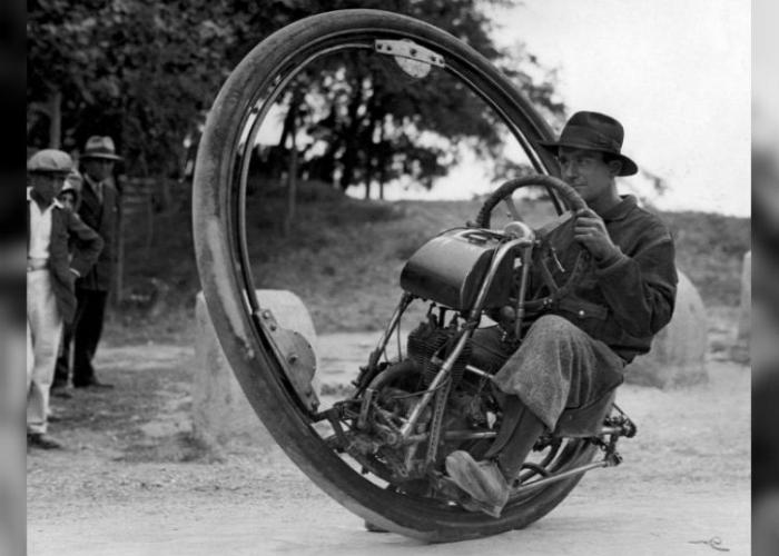 Одноцилиндровый моноцикл созданный итальянцем М. Goventosa.